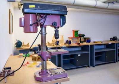 Die Kursteilnehmer erlernen den Umgang mit verschiedenen Maschinen.